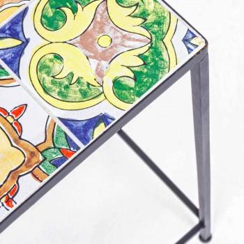 3 kwadratowe stoły ogrodowe ze stali z dekorami - inspirujące