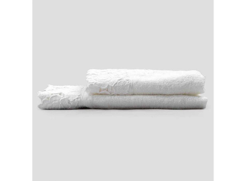 Białe bawełniane ręczniki frotte z koronką 2 sztuki Włoski luksus - małżonkowie
