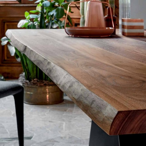 Stół designowy Bonaldo Axe wykonany z drewna o naturalnych krawędziach wykonanych we Włoszech
