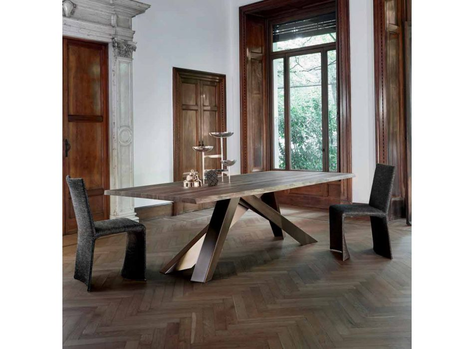 Stół z litego drewna Bonaldo Big Table z naturalnymi krawędziami wykonanymi we Włoszech