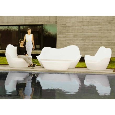 Nowoczesna sofa zewnętrzna Sabinas firmy Vondom, wykonana z polietylenu