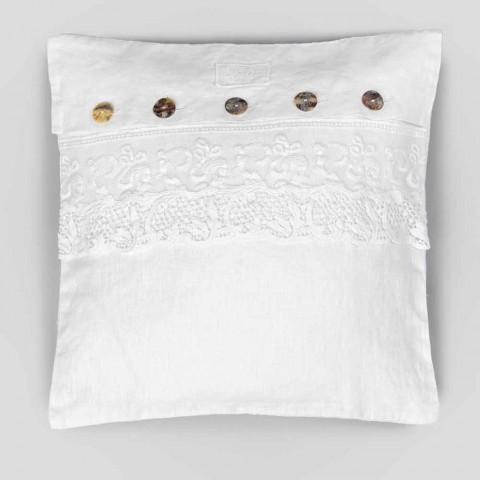 Biała kwadratowa poszewka na poduszkę z koronką i włoskimi luksusowymi guzikami - Logos