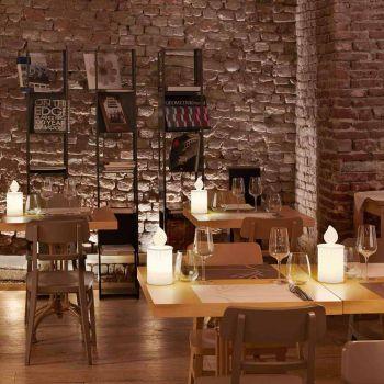 Biała lampa stołowa Led Luminous Candle Design by Slide - Flame