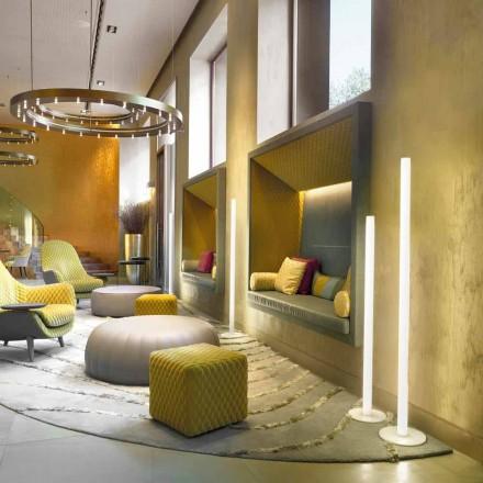 Sufitowa lampa podłogowa Flux slim z metakrylanu produkowanego we Włoszech