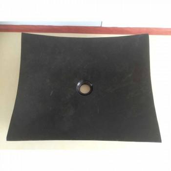 Czarna umywalka w łazience z naturalnego kamienia Miłość, unikatowy kawałek