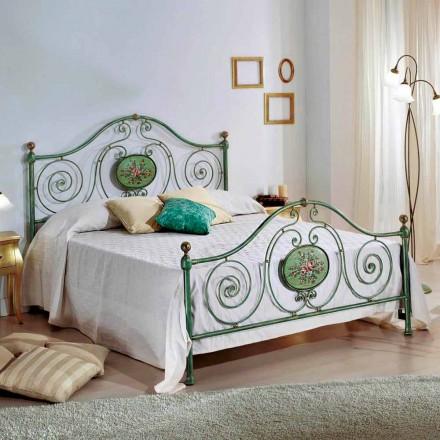 Łóżko dwuosobowe klasyczne z kutego żelaza z dekoracją Rachael