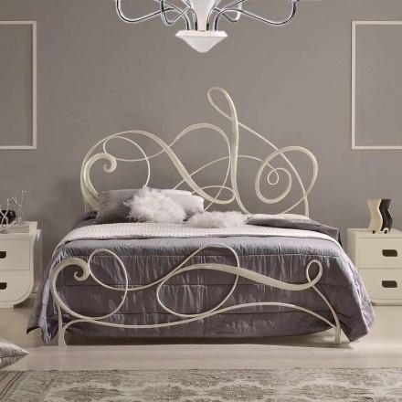 Łóżko duwosobowez kutego żelaza dekoracja klucz wiolinowy Atena