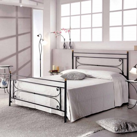 Łóżko dwuosobowe z kutego żelaza wykonane ręcznie Evelyn
