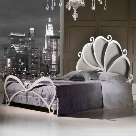 Łóżko dwuosobowe z żelaza tapicerowane z kryształami Kimberly