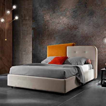Nowoczesne łóżko podwójne w szarym i pomarańczowym aksamicie - Plorifon
