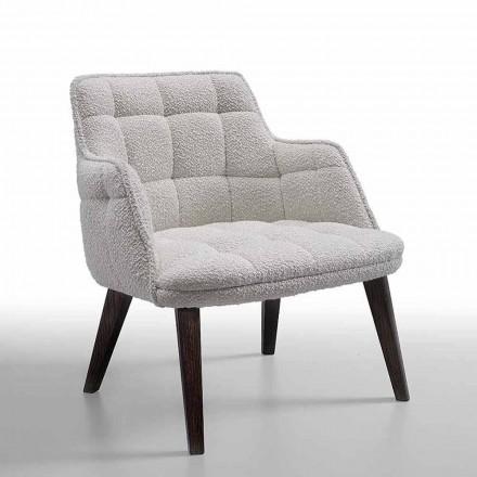 Luksusowy fotel tapicerowany tkaniną z drewnianymi nogami Made in Italy - Clera