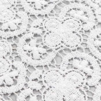 Biały bieżnik z haftowanej koronki na szydełku i brzegiem z mieszanki bawełny - Giangi