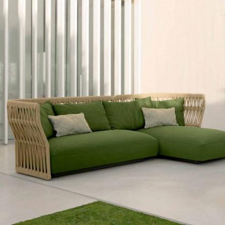 Salon zewnętrzny Cliff Talenti z sofą i stolikami kawowymi, projekt Palomba