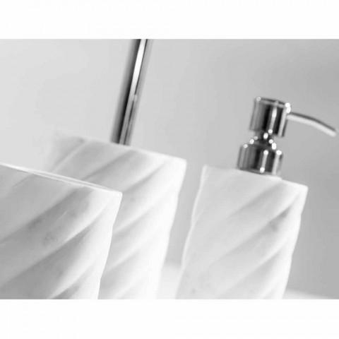 Akcesoria łazienkowe ustawione w marmurze Calacatta Monza