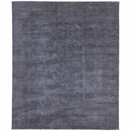 Duży i kolorowy dywan w paski i nowoczesny design do salonu - kolka