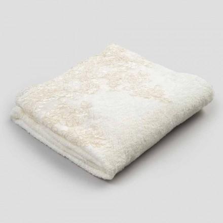 Bawełniany ręcznik kąpielowy frotte z brzegiem z mieszanki lnu i koronki - Ginova